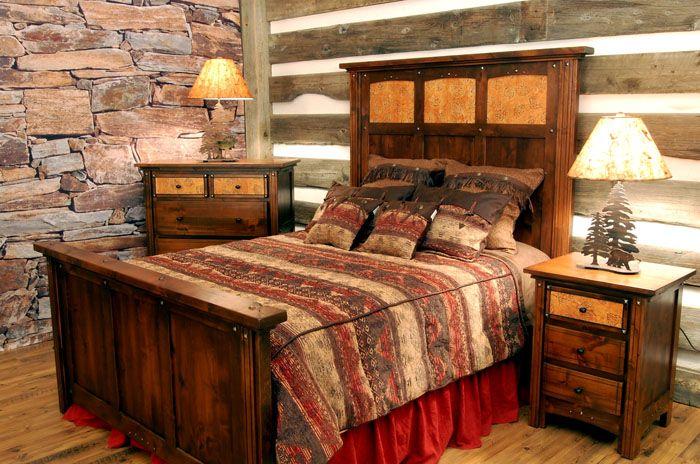 Необрезная доска, массивная мебель из дерева и кладка, имитирующая природную, — это очень удачное решение