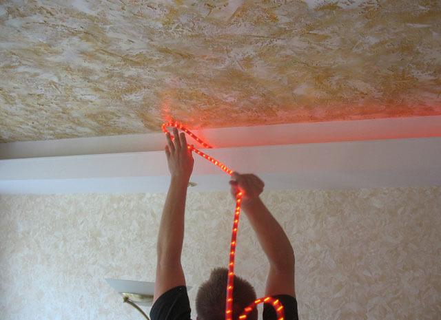 крепление светодиодной ленты на потолок
