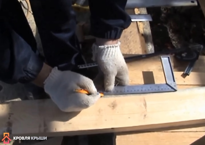 Отмеряется ширина посадки пятки