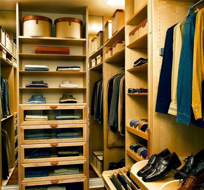 Для того чтобы правильно составить план гардеробной, можно обратиться за помощью к профессиональному дизайнеру