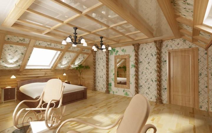 Светлая комната в мансарде дома из дерева