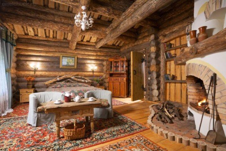 Спальня внутри сруба