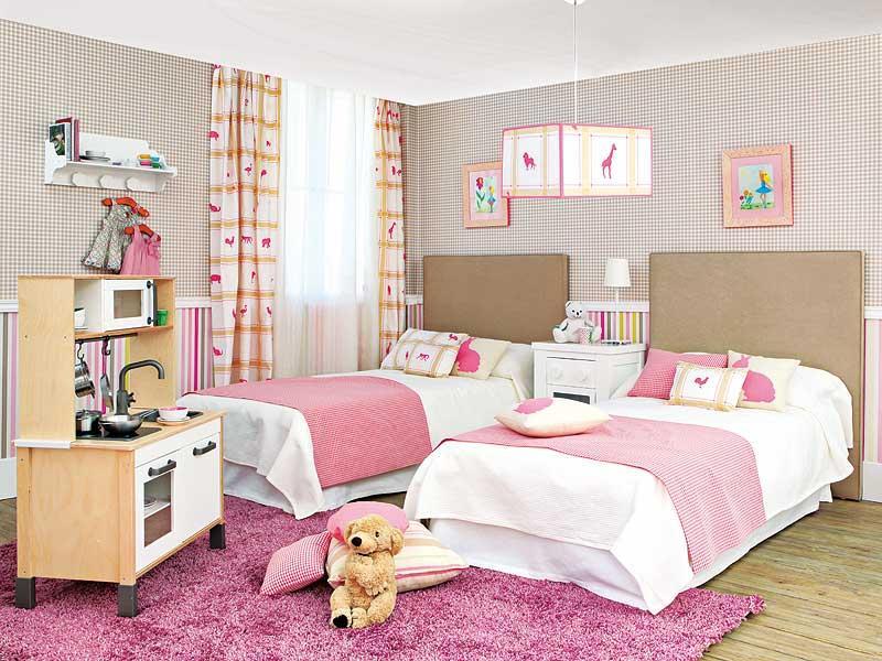 Дизайн нежно-розовой спальни для двух девочек