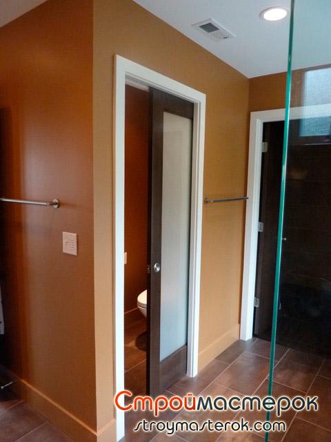 Бюджетный вариант двери в ванную