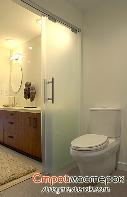 Раздвижная дверь между ванной и туеалетом