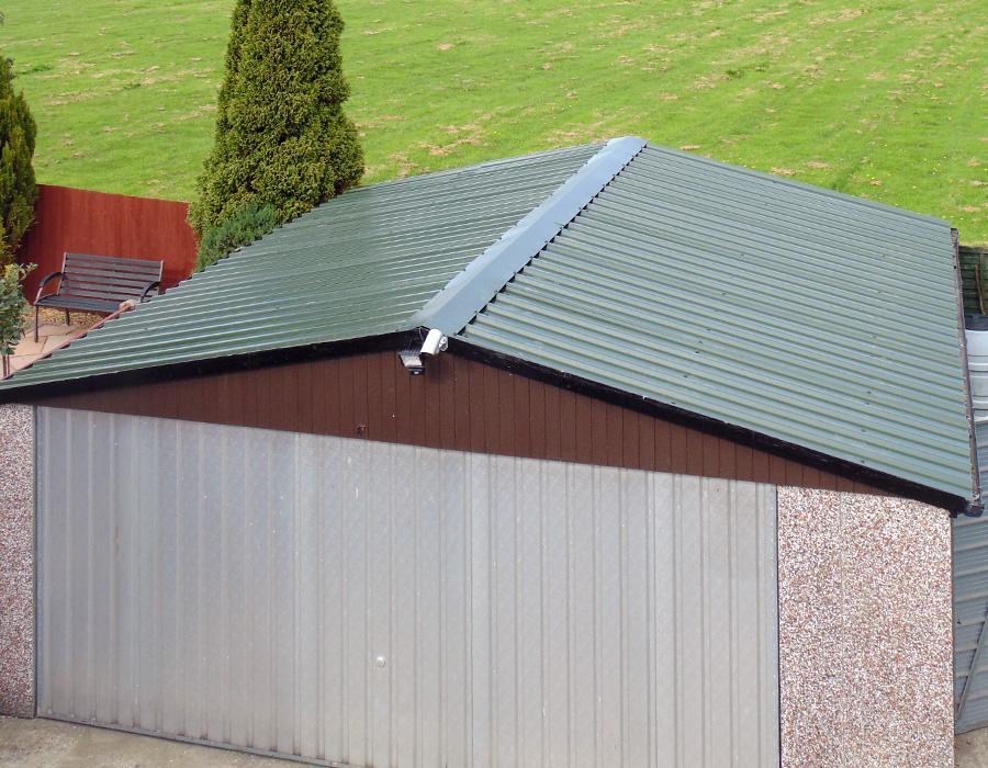 Гараж с двухскатной крышей