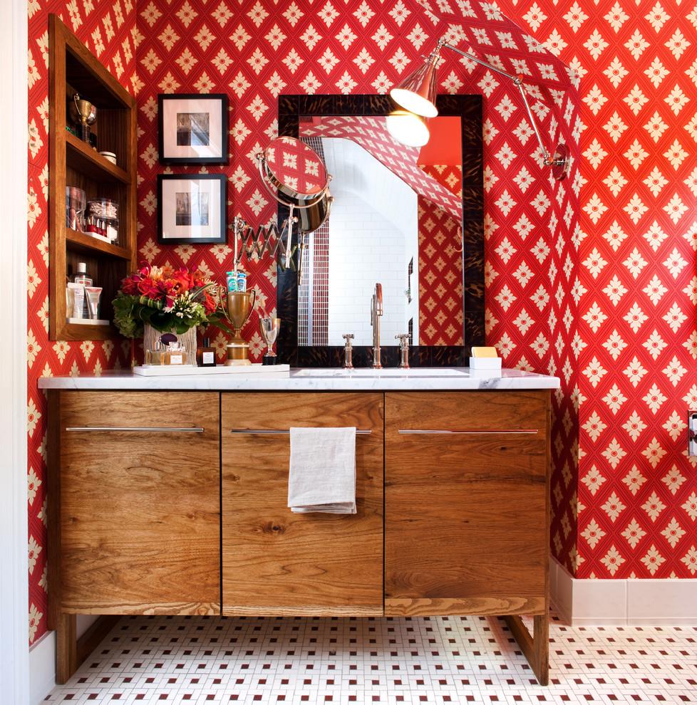 Красные обои в отделке стен - очень смелое решение