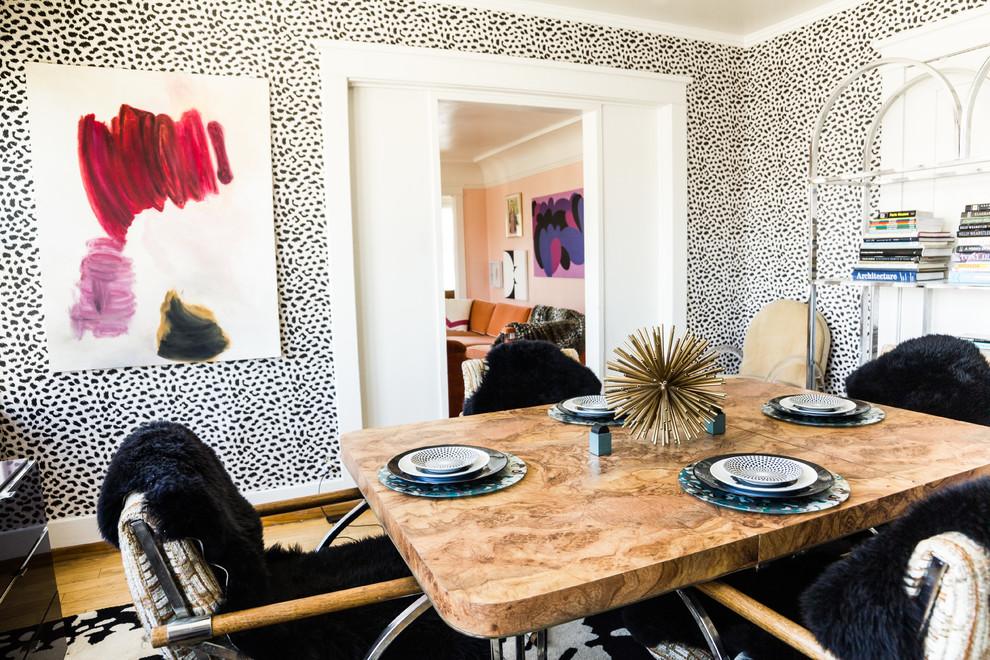 Виниловые обои под мех в дизайне гостиной