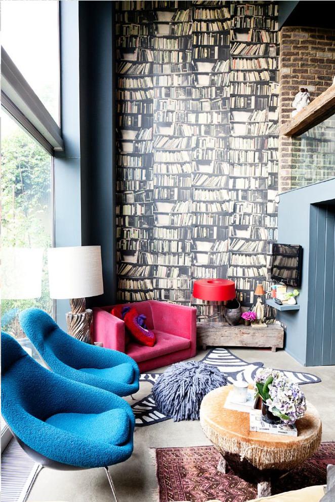 Виниловые обои с имитацией книжных полок в дизайне гостиной стиля фьюжн