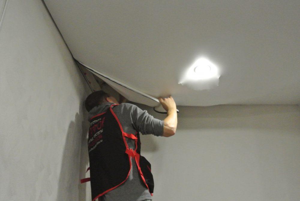Стоит ли снимать натяжной потолок своими руками | Как снять натяжной потолок своими руками