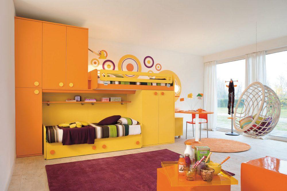 Комната для девочек в бело-желтых тонах