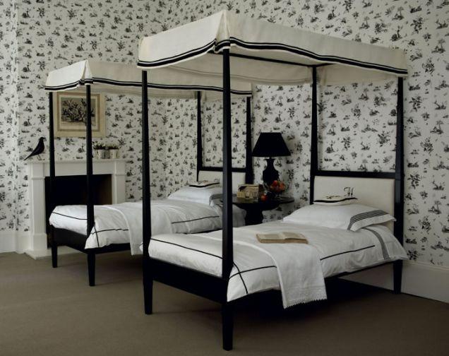 Комната для девочек в черно-белых тонах