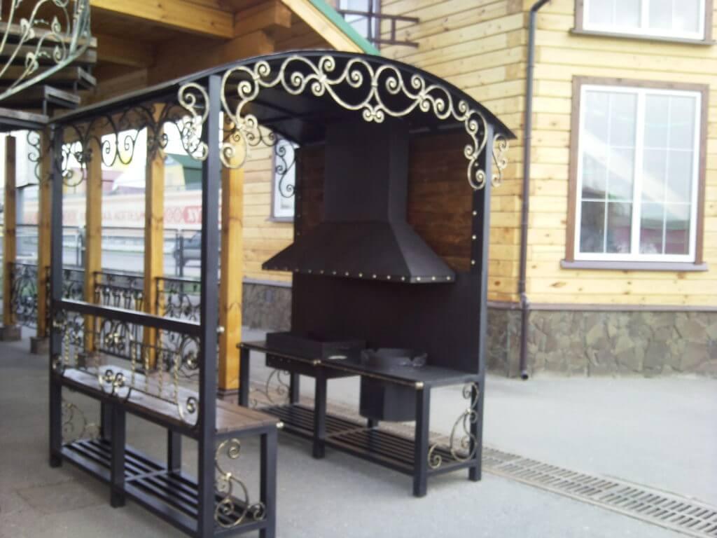 Кованое место для отдыха с мангалом