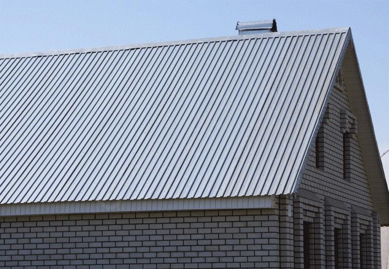 На фото крыша из профлиста