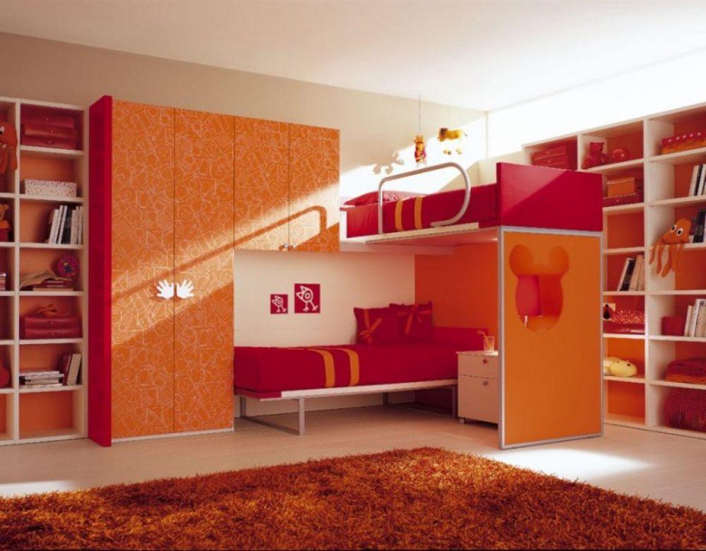 Небольшая комната для двух девочек