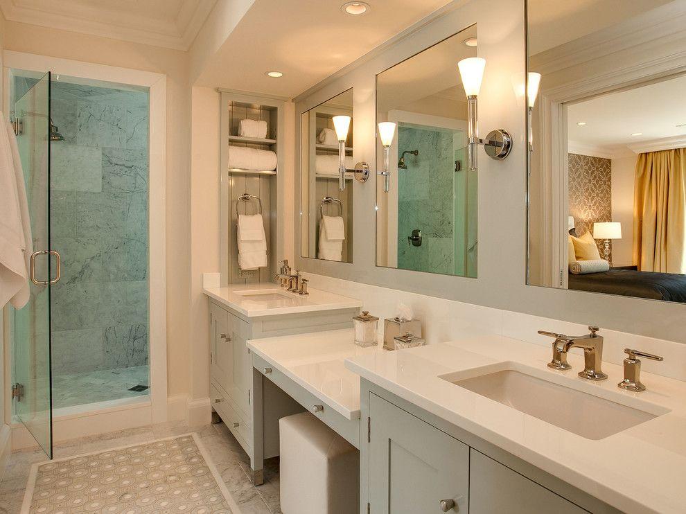 Небольшой шкафчик для полотенец в ванной комнате
