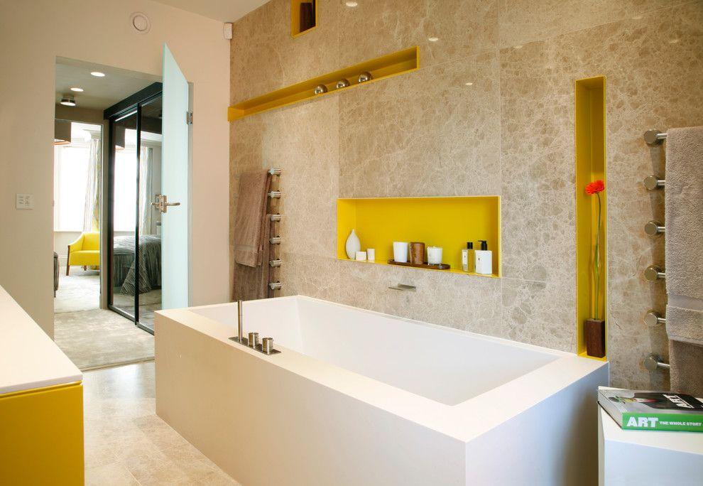 В ванной комнате ниша как украшение и красивая замена навесным полочкам