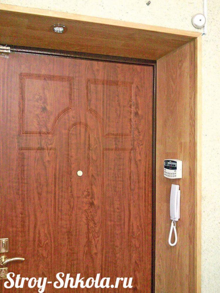 Отделка дверных откосов панелями на каркас