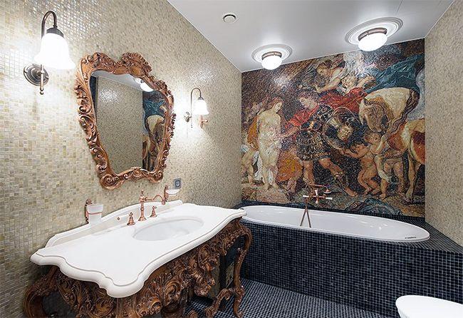 Шикарное панно-мозаика в ванной классического стиля
