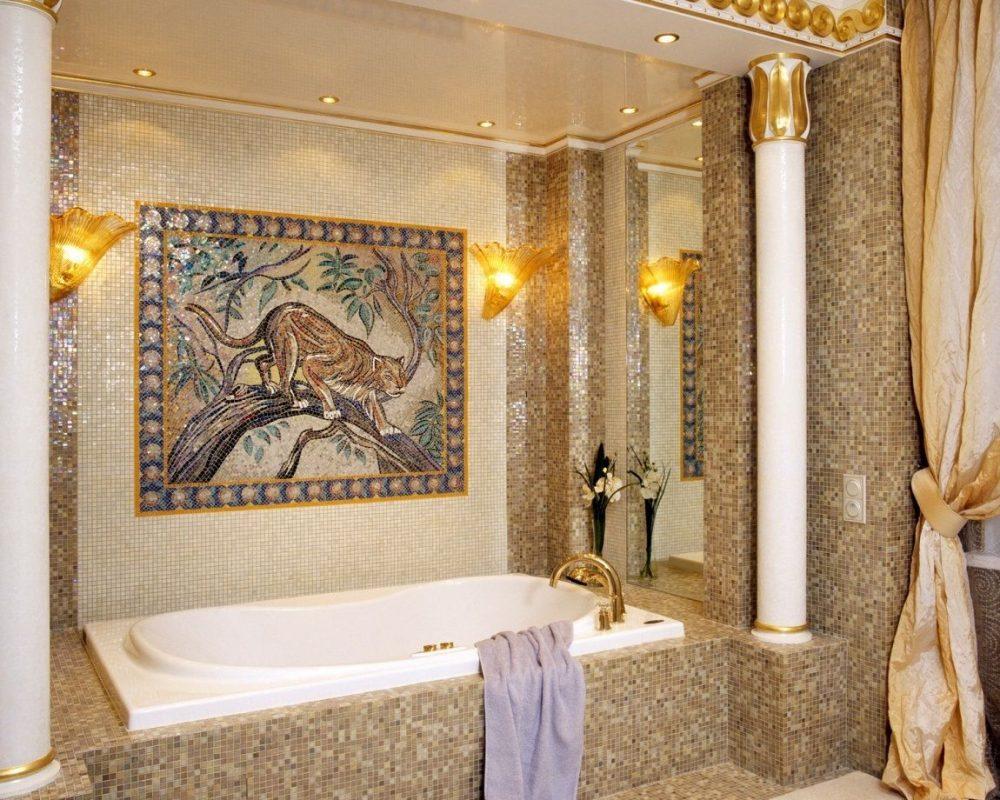 Небольшое мозаичное панно на стене ванной в египетском стиле