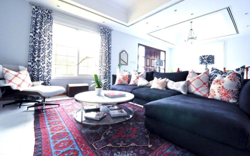 persian-carpets-create-a-classic-modern-style-living-room