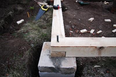 Фундамент из сложенных кирпичных столбиков