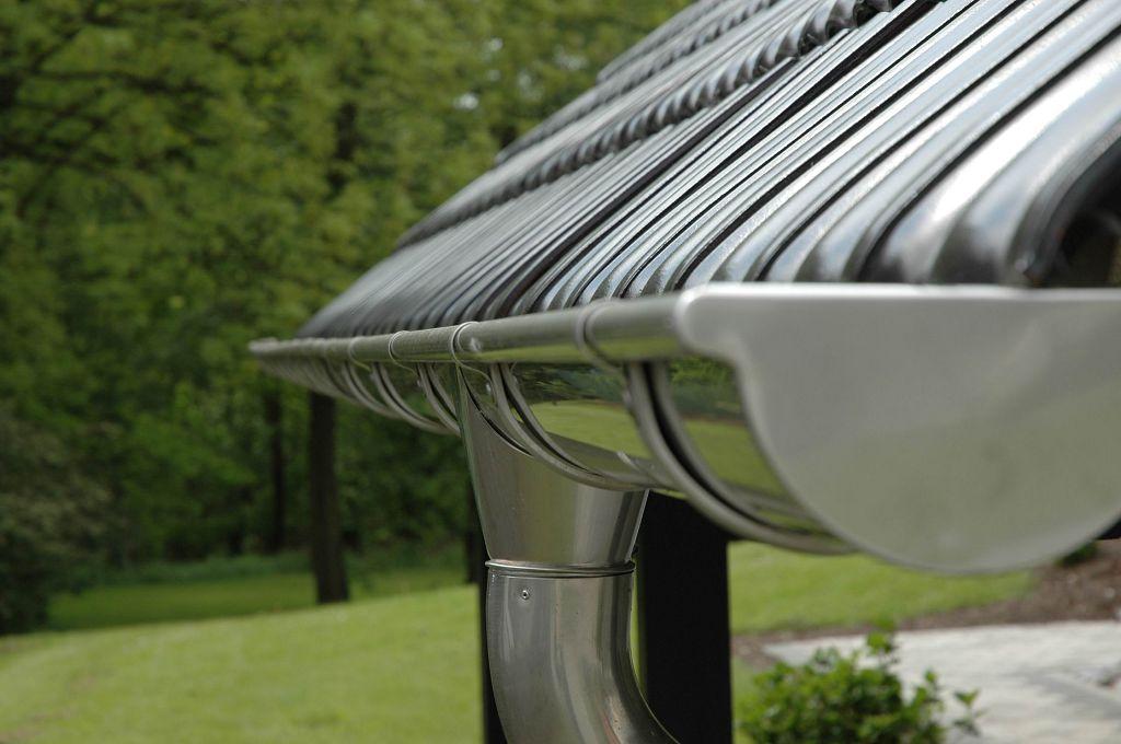 Устройство водостока со скатных крыш