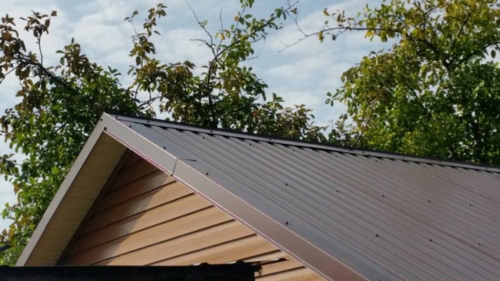 Внешний вид крыши из профлиста эстетичен и аккуратен