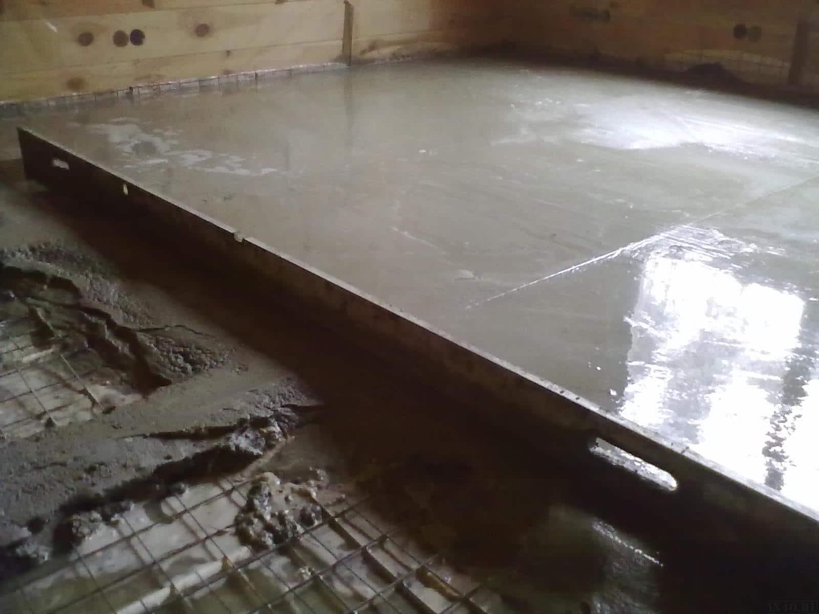 Выравнивание бетона правилом