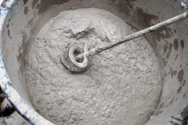 Замешивание бетона с жидким стеклом