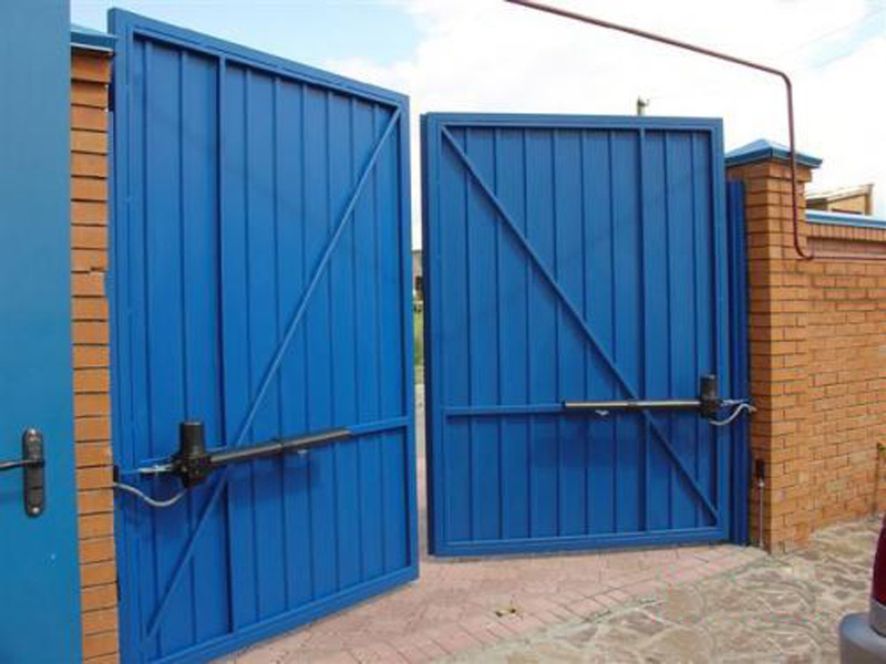 Автоматические распашные ворота с заводскими приводами