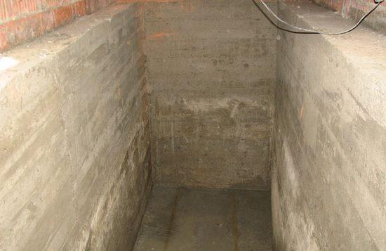 бетоные стены и пол