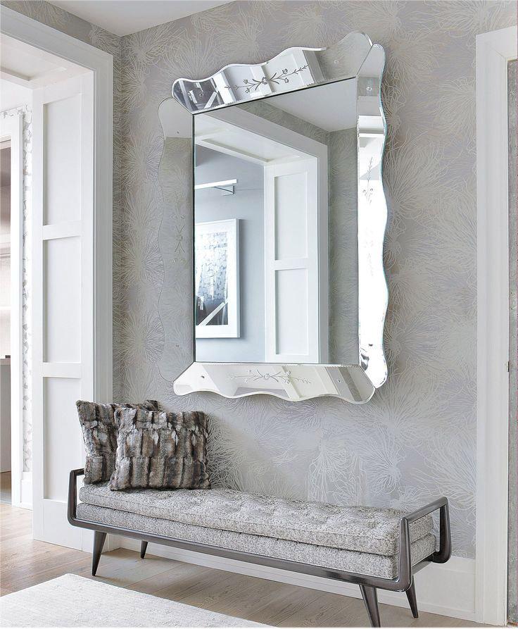 Настенное зеркало в прихожей с зеркальной рамой