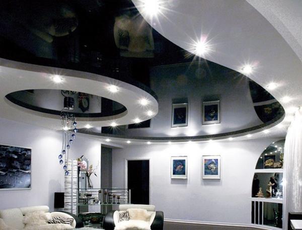 Черно-белые потолки смотрятся в интерьере очень элегантно и красиво