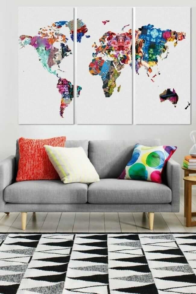 Картина карты мира состоящая из трех модулей