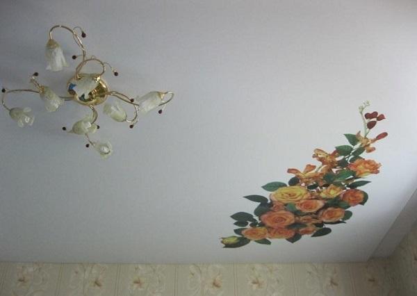 Декоративная заплатка на натяжном потолке