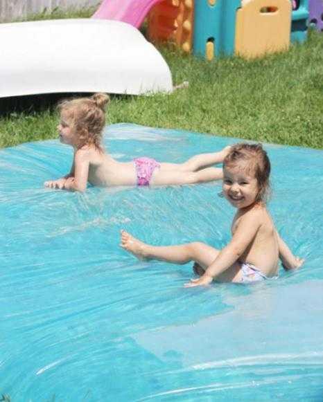 Водяной матрас в жару - лучшее место отдыха