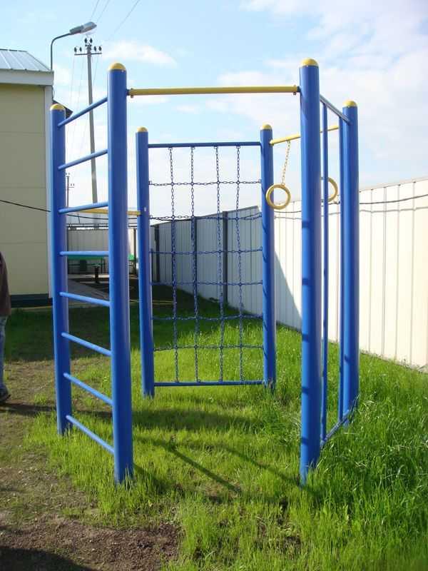 Еще один вариант спортивного уголка для двора или дачи