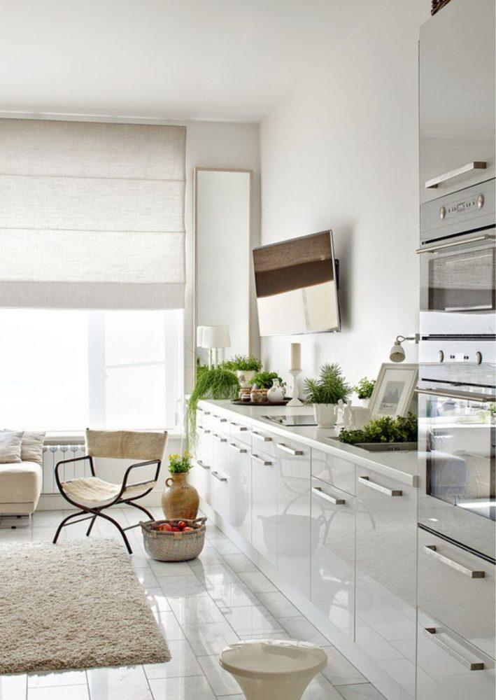 Дизайн белой монохромной кухни