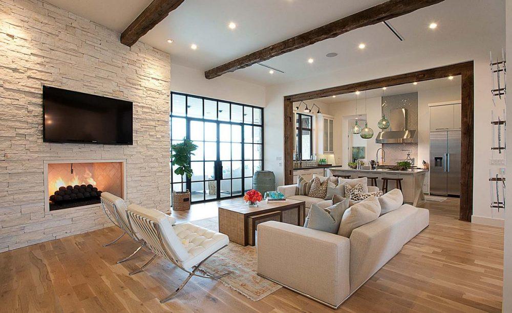 дизайн гостиной с камином в частном доме фото пример