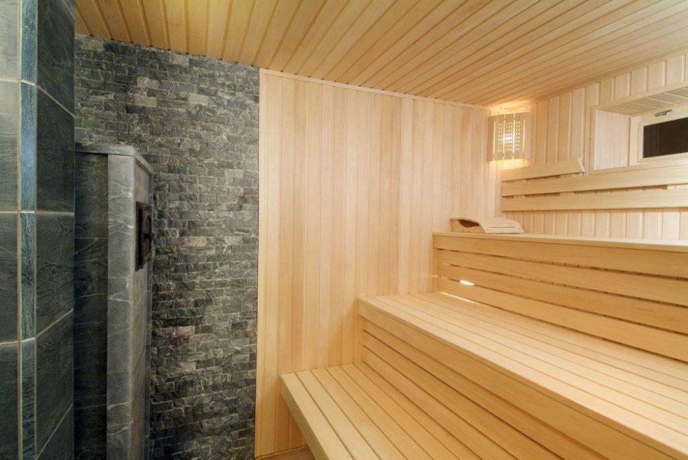 Сочетание материалов в отделке бани