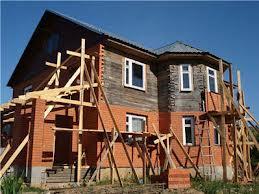 Дом из бруса обложенный кирпичом - в процессе работы