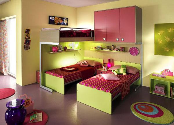 три кровати в детской для девочек