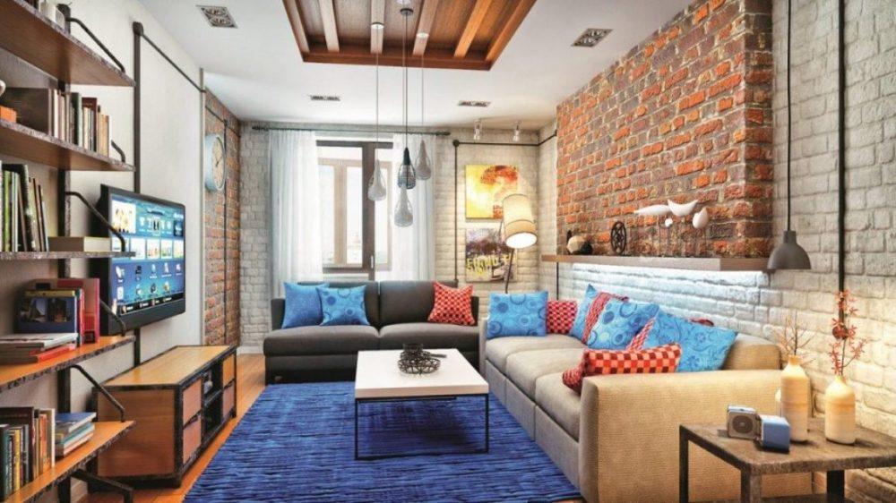 Обновляем диван декоративными яркими подушками