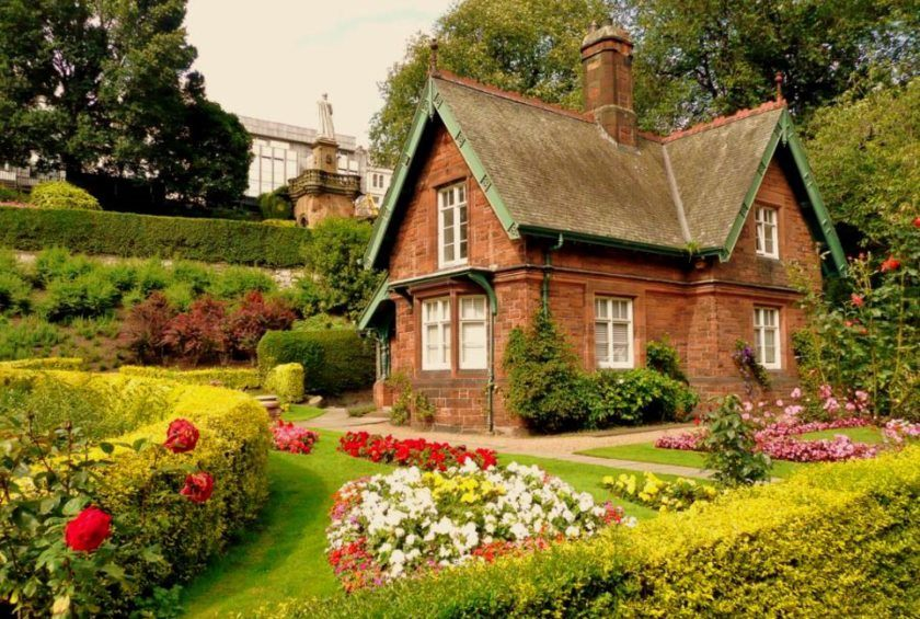 happy-living-life-in-a-charming-cottage-easy-project-idea-for-backyard-garden-12