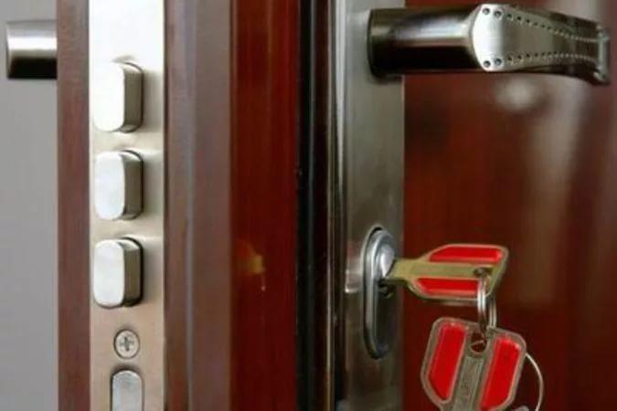 Для металлических дверей существует несколько типов замков