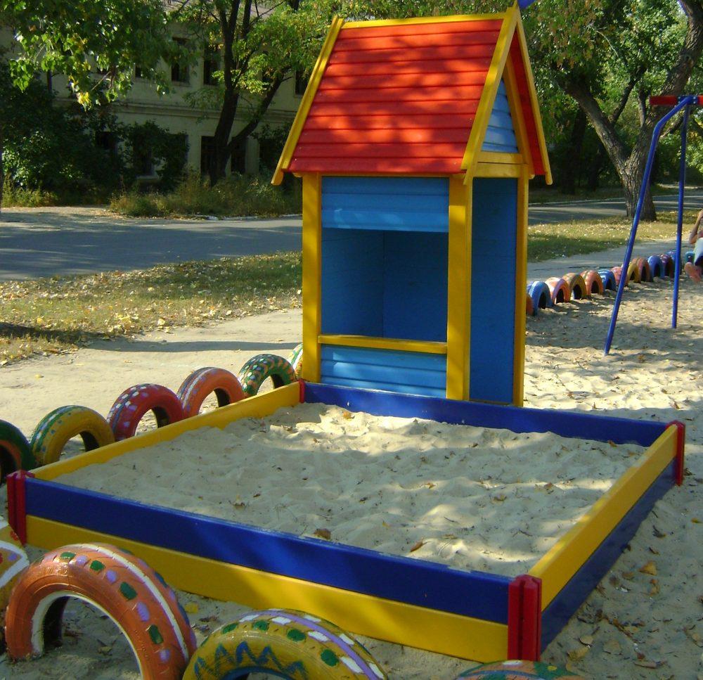 песочница для детей во дворе своими руками