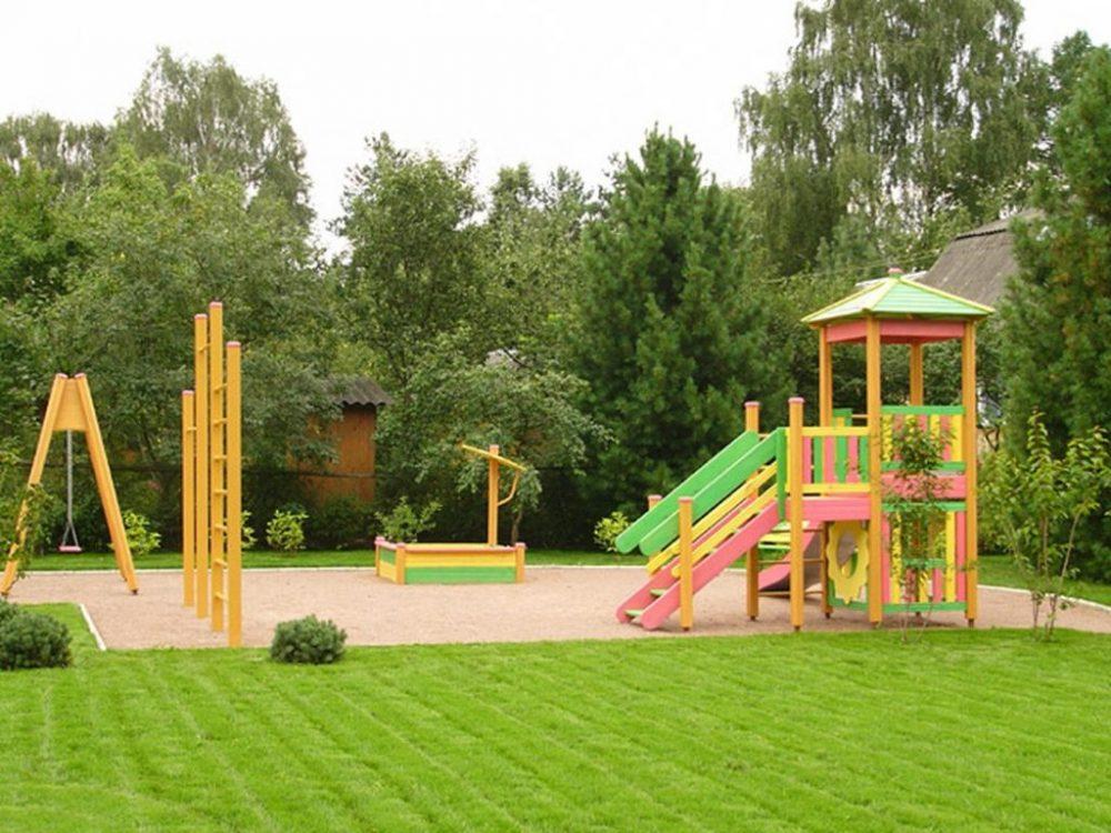 Деревянная площадка