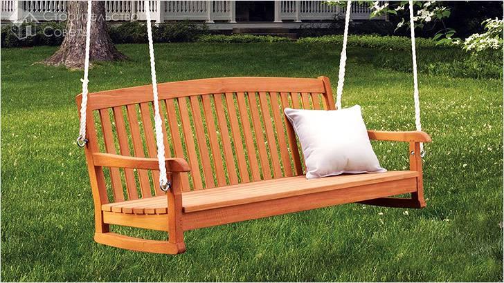 Качели-скамейка из дерева
