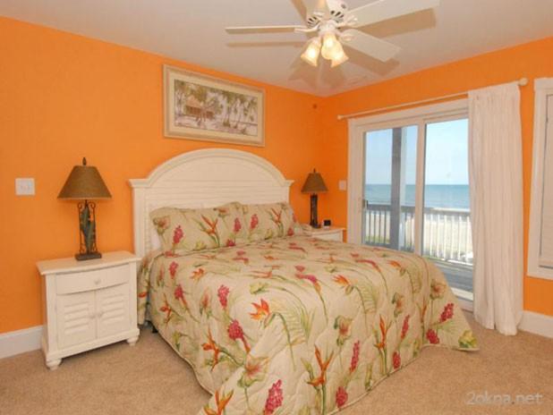 Фото - шторы к оранжевым обоям